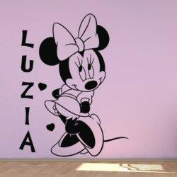 Minnie Mouse entre Corações
