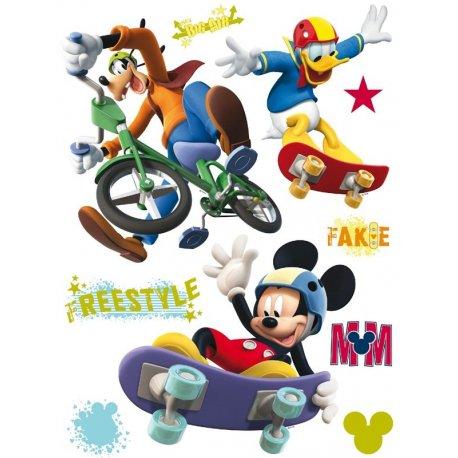 Rato Mickey, Donald e Pluto a fazer desporto